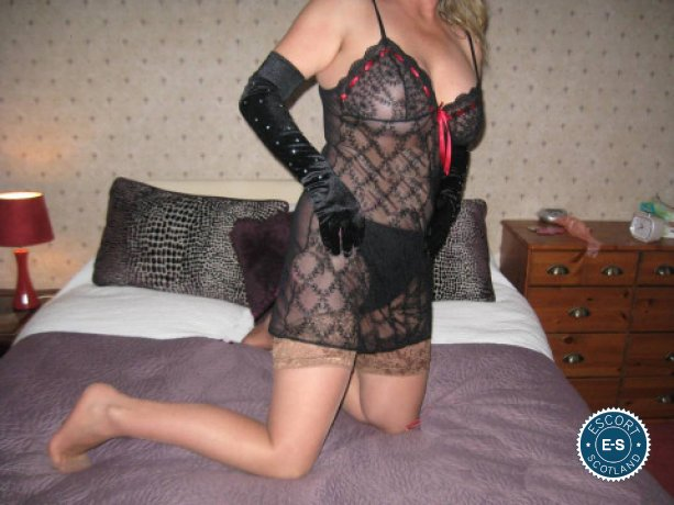 English Mature Nicky is a sexy British escort in Edinburgh